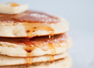 Pancakes con melocotón