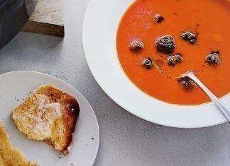 Crema de tomate con albóndigas
