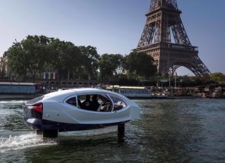 El taxi del futuro navegando por París